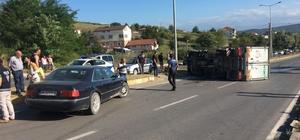Kamyonet sürücüsü kaza yaptı yol trafiğe kapandı Meydana gelen trafik kazasında 1 kişi yaralandı