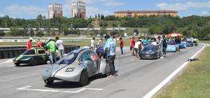 Üniversite öğrencileri tasarladıkları elektrikli araçlarıyla kıyasıya yarıştı Elektromobil kategorisinde 39, hidromobil kategorisinde 8 araç final heyecanı yaşadı Sürücüsüz araç kategorisinde Yıldız Teknik Üniversitesi 1. oldu