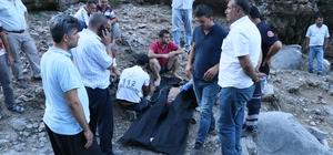 Pikniğe gelen ailenin acı sonu Adana'da serinlemek için girdikleri Küp Şelalesi içerisinde akıntıya kapılıp mağara içerisinde kaybolan 3 kişinin cansız bedenine ulaşıldı Cenazeler otopsisi yapılmak üzere adli tıp kurumuna gönderildi