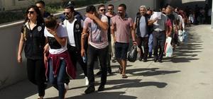 Yasa dışı bahis çete lideri öğretmen de dolandırılmış Adana ve Osmaniye'de yapılan operasyonda yasa dışı bahis çetesinin lideri olduğu ileri sürülerek yakalanan ve tutuklanan beden eğitimi öğretmeninin kazandığı paralarla villa almak isterken 65 bin lira dolandırıldığı ortaya çıktı