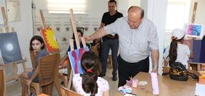 Küçük ressamlara Başkan amcalarından ziyaret