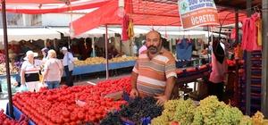 Bolu pazarcısı yükselen dolara dur demek için kampanya başlattı Pazarcı esnafı, 300 dolar bozdurana meyve-sebzeyi bedava veriyor