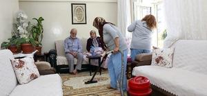 Bayram temizliği yaşlı çifti sevindirdi Bayram öncesi gösterilen vefa yüzleri güldürdü