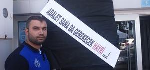 Davayı kazanan esnaflardan belediyeye siyah çelenk Bursa'nın Mudanya ilçesinde mahkemeyi kazanmalarına rağmen dükkanlarından çıkartılan esnaf belediye önüne siyah çelenk bıraktı