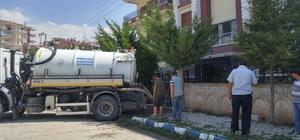 Bolvadin'de sel sonrası kanalizasyon temizlik çalışmaları yapılıyor