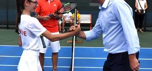 Başkan Sarıkurt tenis turnuvası açılışını gerçekleştirdi