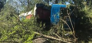 TEM Otoyolunda otomobile çarpan tır yol kenarına uçtu: 2 yaralı