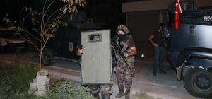 PKK'ın 15 Ağustos planına darbe: 12 gözaltı Adana'da 15 Ağustos'ta molotoflu eylem hazırlığında olan 12 PKK'lı gözaltına alındı Örgüte yakın internet sitelerinden talimatları şifreli olarak alıyorlar