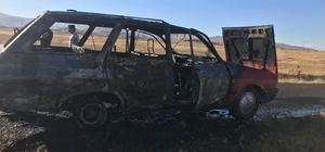 Niğde'de seyir halindeki otomobil yandı
