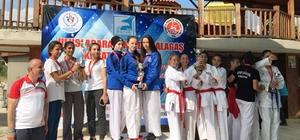 Kartepeli karateciler madalyaları topladı