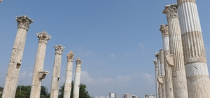 """(Özel) 3 bin 500 yıllık tarih gün yüzüne çıkıyor Mersin'in merkez Mezitli ilçesinde, tarihi M.Ö. 300 yılına uzanan Soli Pompeipolis Antik Kenti'nde kazı çalışmaları sona erdi 19'uncusu gerçekleştirilen bu yılki kazılarda da önemli mimari kalıntılara ulaşılırken, 1700 yıllık portre büst bulundu Kazı Başkanı Prof. Dr. Remzi Yağcı: """"Sütunlu cadde sadece bir yürüyüş yolundan ibaret değil, sanat galerisi niteliğinde"""" """"Burası Mersin'in kültür mirası için bulunmaz bir hazine"""""""