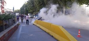 Alev alan otomobili polis söndürdü