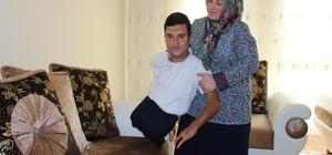 Doğuştan engelli Ömer'in tek hayali kendi parasını kazanabilmek