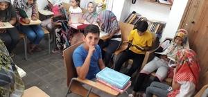 Öğrenciler Kuran-ı Kerim öğreniyor