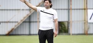 """İbrahim Üzülmez: """"Akhisarspor karşılaşmasından istediğimiz sonuçla ayrılmak istiyoruz'' Çaykur Rizespor Teknik Direktörü İbrahim Üzülmez: """"Bir maç kaybettik diye karamsarlığa girmemek gerekir''"""