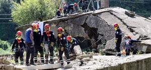 """(Özel) Sakarya 19. yılında depremin izlerini sildi AFAD, kuruluşları depreme karşı sıkı hazırlıyor Arnavutköy Belediyesinden 20 kişilik ekip afetle mücadele kapsamında AFAD'dan eğitim aldı Arnavutköy Belediyesi Sivil Savunma Uzmanı Deniz Gök: """"Depremi anmak kadar, anlamakta bizim için önemli"""""""