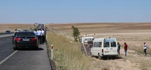 Lastiği patlayan yolcu minibüsü şarampole yuvarlandı: 17 yaralı