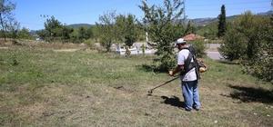 Mezarlıklarda yabani ot temizliği