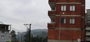 Rize'de son 1 ayda yaşanan 4 selin bilançosu netleşiyor Rize'de 15 Temmuz, 2 ve 9 Ağustos'ta meydana gelen 4 farklı selde Rize AFAD İl Müdürlüğü'ne ortalama 400 başvuruda bulunuldu Meydana Gelen sellerde 16 ev için yıkım kararı alınırken, 100'e yakın ev tahliye edildi