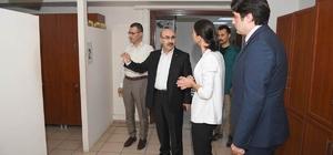 Vali Demirtaş, Sosyal Yardımlaşma Vakfı'nda incelemelerde bulundu