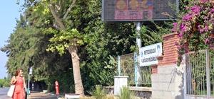 """Tatilcilere bunaltıcı nem sürprizi Bayram tatilinde Akdeniz ve Ege için nem uyarısı Antalya, Muğla, Bodrum ve Fethiye'de tatil boyunca yüzde 95'e varan nem oranı bekleniyor Meteoroloji 4. Bölge Müdürü Davut Öztürk: """"Termometreler yüksek sıcak göstermeyecek ama vatandaşlar sıcaklığı yüksek hissedecekler bu da kişileri biraz bunaltacak"""""""