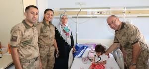 Mehmetçik'ten minik Elif'e ziyaret