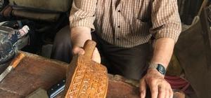 84 yaşındaki Reşat dede bıçak biliyor, baston yapıyor