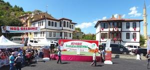 2. Boyabat Domatesi Festivali Domates yeme yarışmasında bir kadın birinci oldu