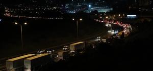 Mesai saati bitiminde TEM'de bayram trafiği çilesi başladı