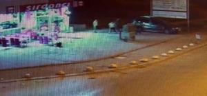 Cinayetle biten küçük tuvalet kavgası kamerada Konya'da yaklaşık bir ay önce otomobilden küçük tuvaletini yapmak için inen 2 kişinin kendilerine evlerinin balkonundan tepki gösteren şahıslar arasında cinayetle sonuçlanan bıçaklı kavga güvenlik kamerası tarafından görüntülendi
