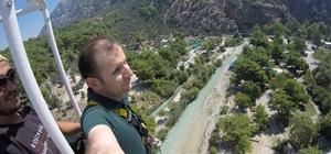 Görme engelli öğretmenin bungee jumping heyecanı