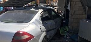 Şanlıurfa'da otomobil lokantaya daldı Kazada yaralıların olduğu ve bölgeye ambulansların sevk edildiği öğrenildi