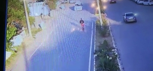 (Özel) Böyle umursamazlık görülmedi Elinde telefon ile ters şeritten giden bisikletli araca çarptı Dikkatsizliğinin bedelini az daha canıyla ödüyordu Güvenlik kameralarına yansıyan kaza görüntüleri şaşırttı