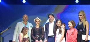 Ünlü sanatçı Ece Seçkin, Kurban Bayramı sonrası nişanlanacağını açıkladı Ece Seçkin, Taşköprü'de Sarımsak Kraliçesi ilan edildi