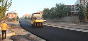 15 günde 7 kilometre sıcak asfalt serimi