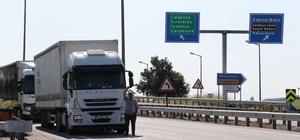 """Kapıkule'de 'çile' kuyruğu 20 kilometre Tırcıların buruk bayramına bir de kuyruk çilesi eklendi Kapıkule'de bekleyen tır şoförleri: """"En büyük sıkıntımız tuvalet"""""""