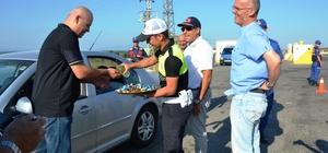 Biga'da 'hatalı sürücüye kırmızı düdük'  uygulaması