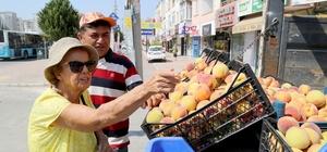Mezitli'de şeftaliler üreticiden direk tüketiciye ulaşıyor