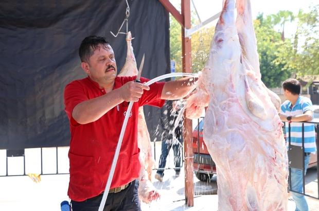 Büyükşehir'den ücretsiz kurban kesimi Belediye veteriner ekipleri, etlerin poşetlerde tutulmaması konusunda uyarılarda bulundu