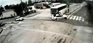 Servis otobüsü lüks otomobile böyle çarptı Kadın sürücünün yaralandığı kaza KGYS kameralarına yansıdı