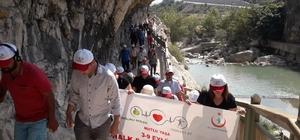 Kanyonda obeziteye dikkat çektiler Sağlıkçılar, Karaisalı'nın Kapıkaya Kanyonu'nda 3 kilometrelik bir yürüyüş gerçekleştirdi