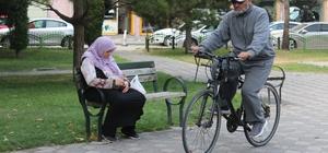 """Gençlere örnek olmak için bisikletiyle yola çıktı Necmi Çalış: """"Kesinlikle boş vakitlerini spor yaparak değerlendirsinler"""""""
