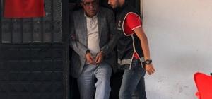 Çete lideri depoda yakalandı Adana'da çiftçilerin 100 bin dönüm arazisine zorla el koyup kendi üzerlerine geçirdiği ileri sürülen çetenin lideri olduğu iddia edilen şahıs, saklandığı depoda yakalandı