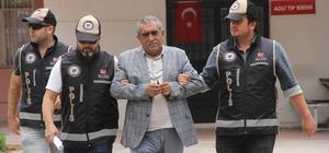 Depoda yakalanan çete lideri adliyeye sevk edildi Adana'da çiftçilerin 100 bin dönüm arazisine zorla el koyup kendi üzerilerine geçirdiği ileri sürülen çetenin lideri olduğu iddia edilen şüpheli adliyeye sevk edildi