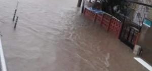 Bandırma'yı yağmur vurdu Bandırma'da kuvvetli sağanak yağmur hayatı felç etti