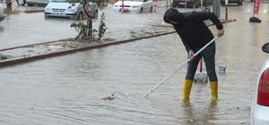 Bandırma'da sel felaketi Metrekareye 100 kg yağış düştü Çok sayıda ev ve iş yerini su bastı