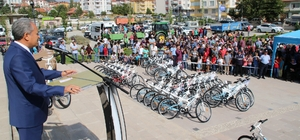 Akşehir Belediyesinden namaza giden 1120 çocuğa bisiklet