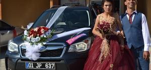 Belediye başkanının makam aracı engelli çiftin gelin arabası oldu Ailelerinin daha önce evlenmesine karşı çıktığı belirtilen genç çift, Kozan Belediye Başkanı Musa Öztürk'ün de desteği ile evlenme kararı alarak dünya evine girdi
