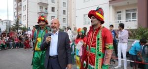 Başkan Çolakbayrakdar Sokak Oyunları Şenliklerine katıldı
