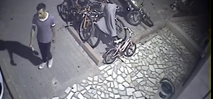 Bisiklet hırsızı uykuda yakalandı Adana'da apartmandan bisiklet çalan hırsızlık zanlısı yandaki apartmanın bahçesinde uyuyunca yakalandı